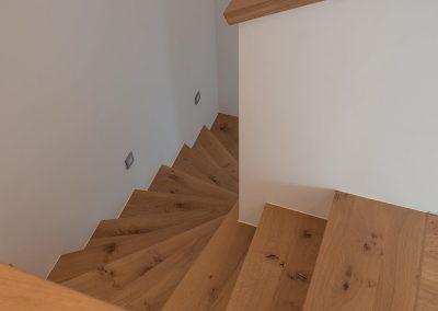 RT4 Massivholz Treppenstufen Eiche astig weiße MDF Setzstufen Lähden 029 (5)