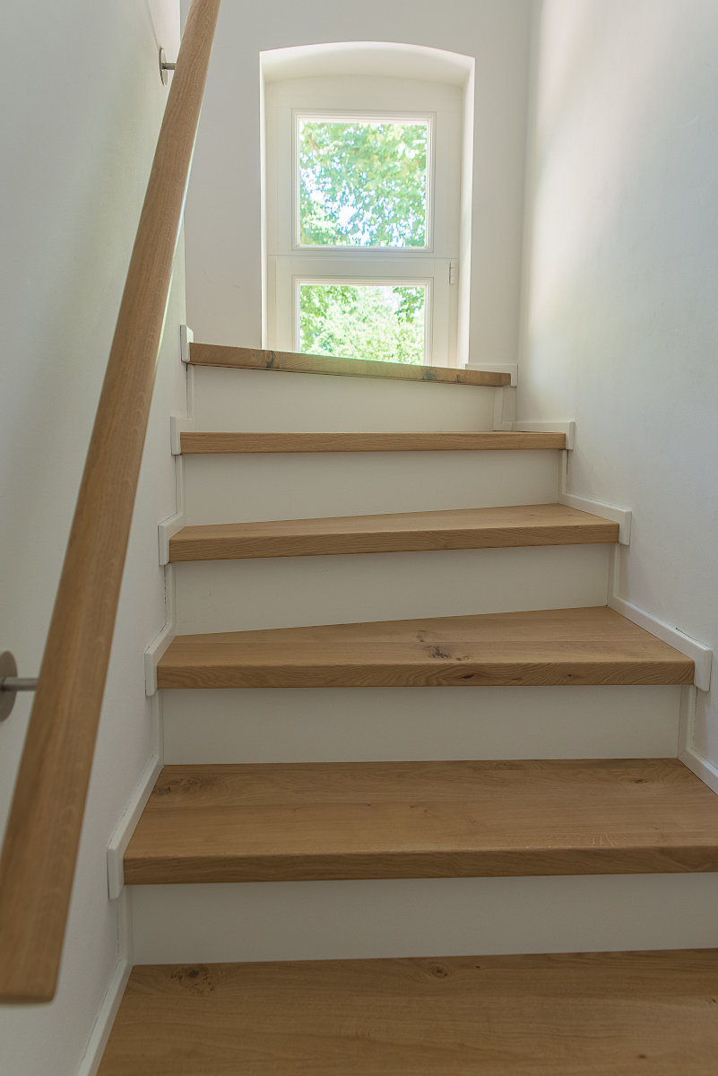 treppe holz weiß