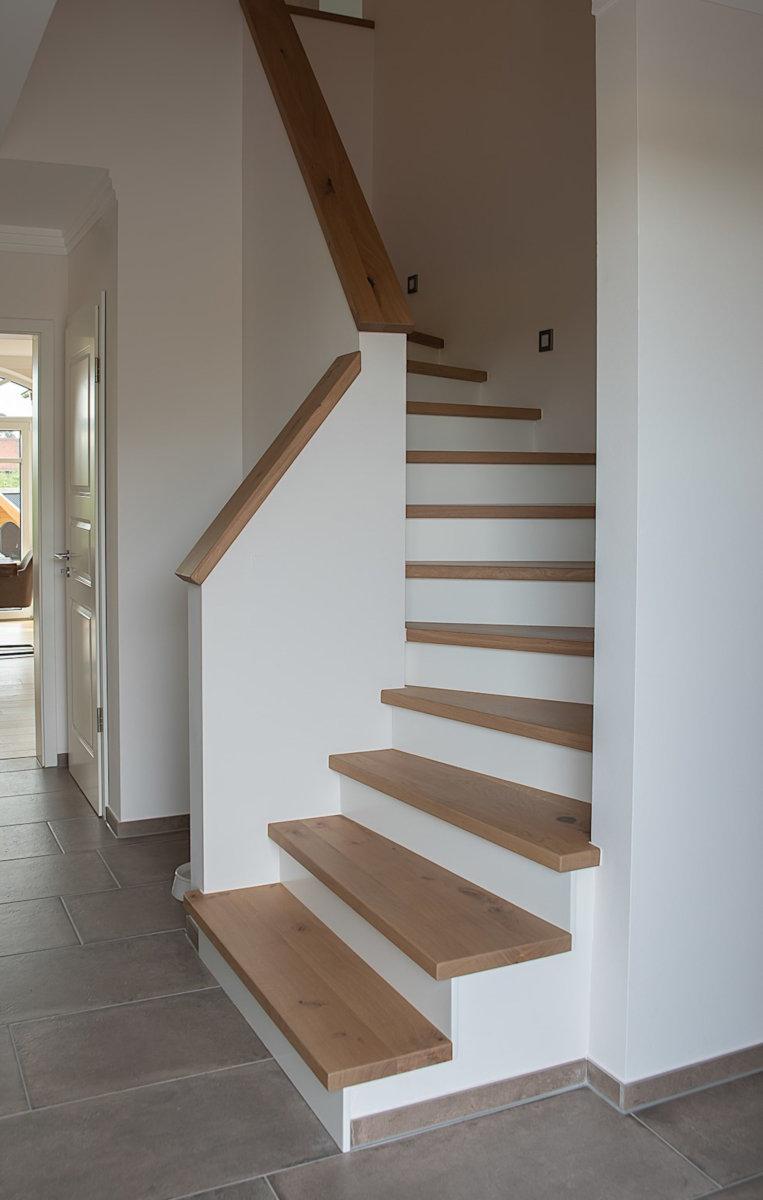 Massivholz Treppe Stufen Eiche astig weiß MDF Setzstufen Lähden
