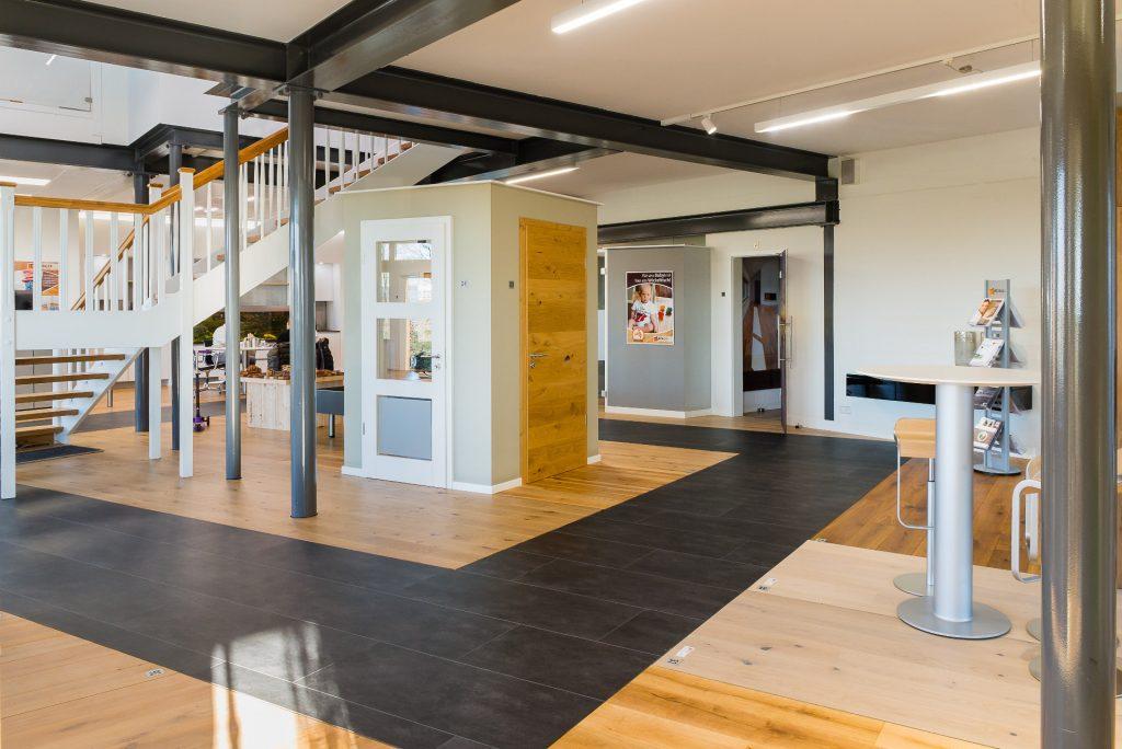 Ausstellung-Börger-Qualität-in-Hoz-Spelle-Fußböden-Türen-Treppen